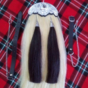 WHITE HORSE HAIR SPORRAN WITH TWO BLACK TASSELS